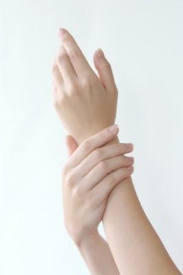 手の老化・爪の形など・・・手のお悩みはアンジュールにお任せください!